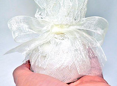 Μπομπονιέρα κλασική λευκή τούλι