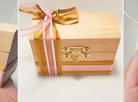 Μπομπονιέρα ξύλινο μπαουλάκι