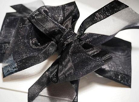 Οικονομική μπομπονιέρα φάκελος-φακελάκι με μαύρο φιόγκο
