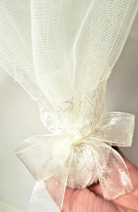 Οικονομική μπομπονιέρα γάμου κλασική με τούλι 803