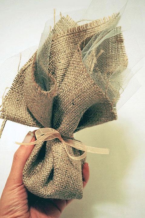 Μπομπονιέρα γάμου λινάτσα 824