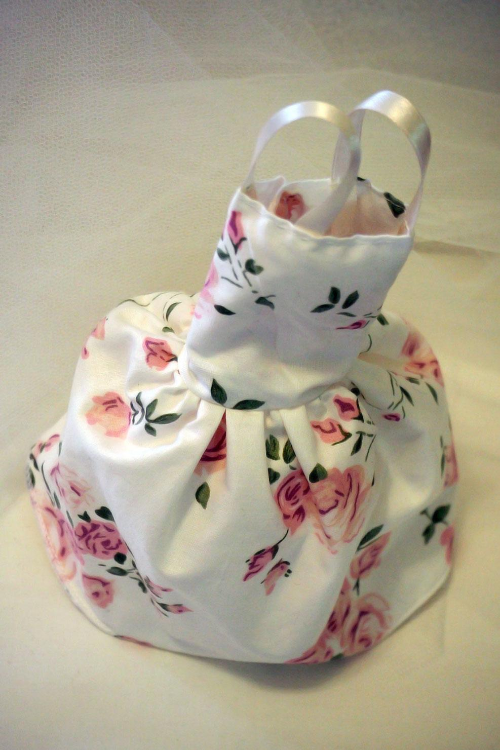 Vintage μπομπονιέρα βάπτισης με λουλουδάτο φόρεμα για κορίτσια