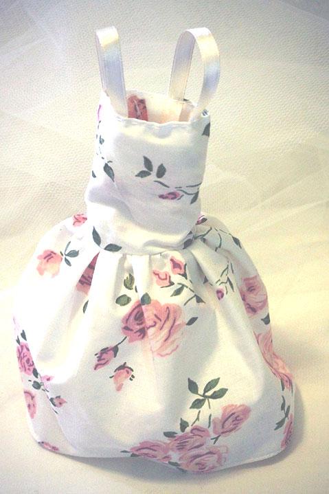 Μπομπονιέρα βάπτισης με λουλουδάτο φόρεμα vintage για κορίτσια